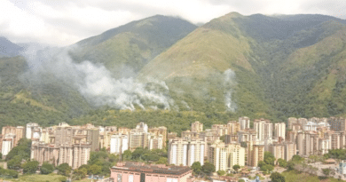 Unusual fire caused by the electrical incident in Caracas at the Avila Park. Photo courtesy of Twitter / @Naldoxx.